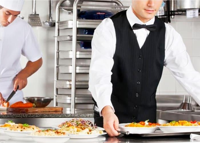 profesionales trabajando en la hosteleria
